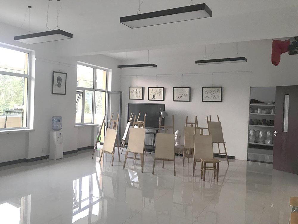 365体育备用网址:華唐藝術高中,美術繪畫專業畫室