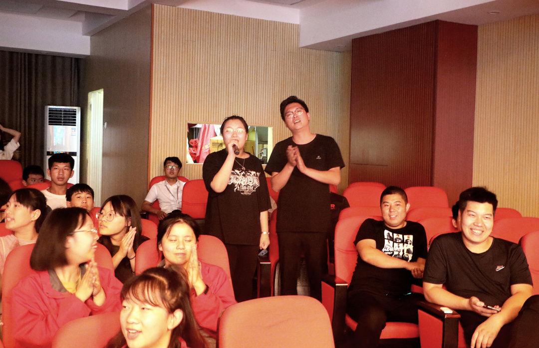 華唐藝術高中班主任與學生互動
