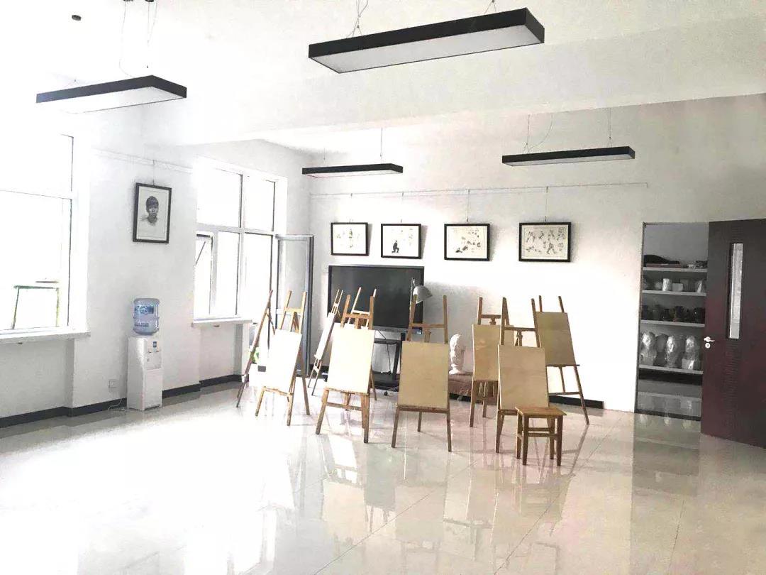 365体育备用网址:藝術學校,華唐高中美術繪畫教室