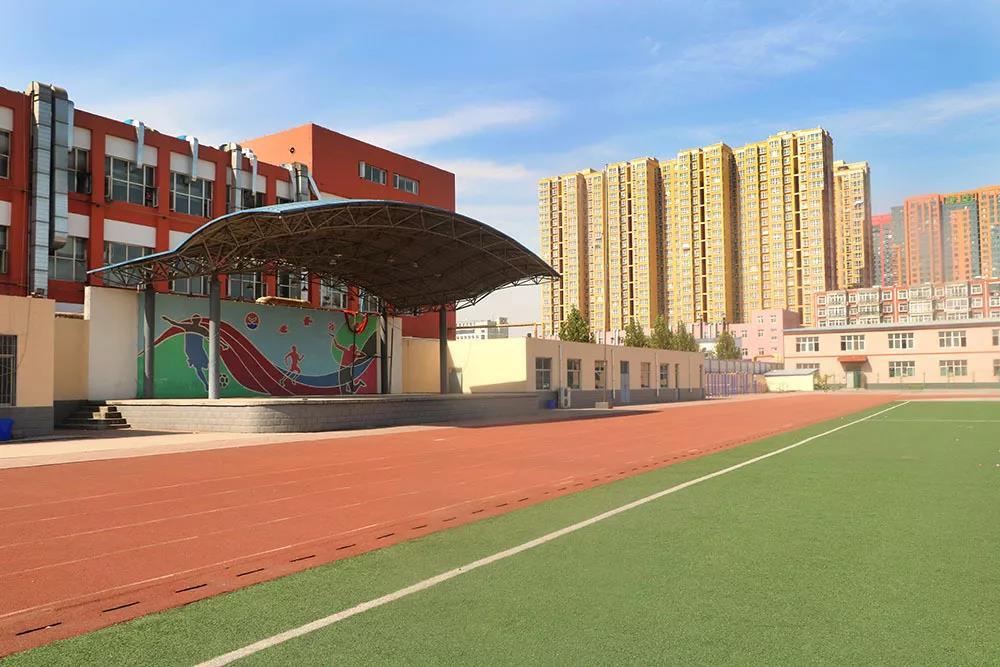 365体育备用网址:藝術學校,華唐高中校園環境學校操場