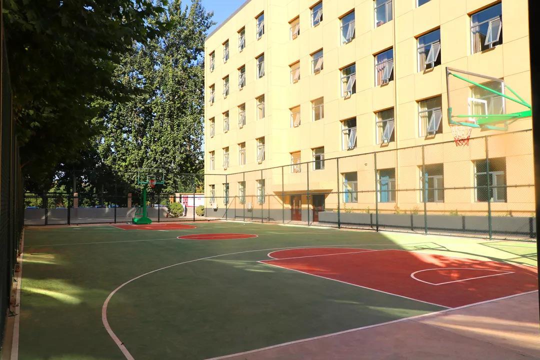 365体育备用网址:藝術學校,華唐高中校園環境學校籃球場