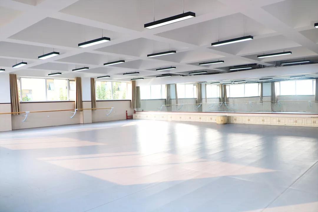365体育备用网址:藝術學校,華唐高中舞蹈教室