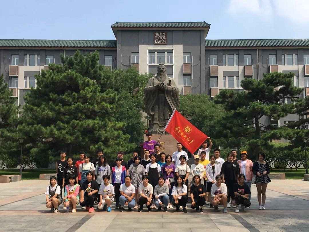 學生參觀中國傳媒大學