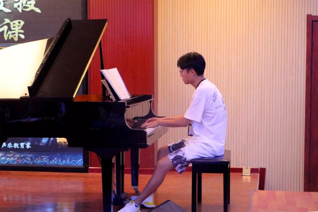鋼琴伴奏=≧㏑:華唐教育集團旗下盛世天音教師 孟泉羽