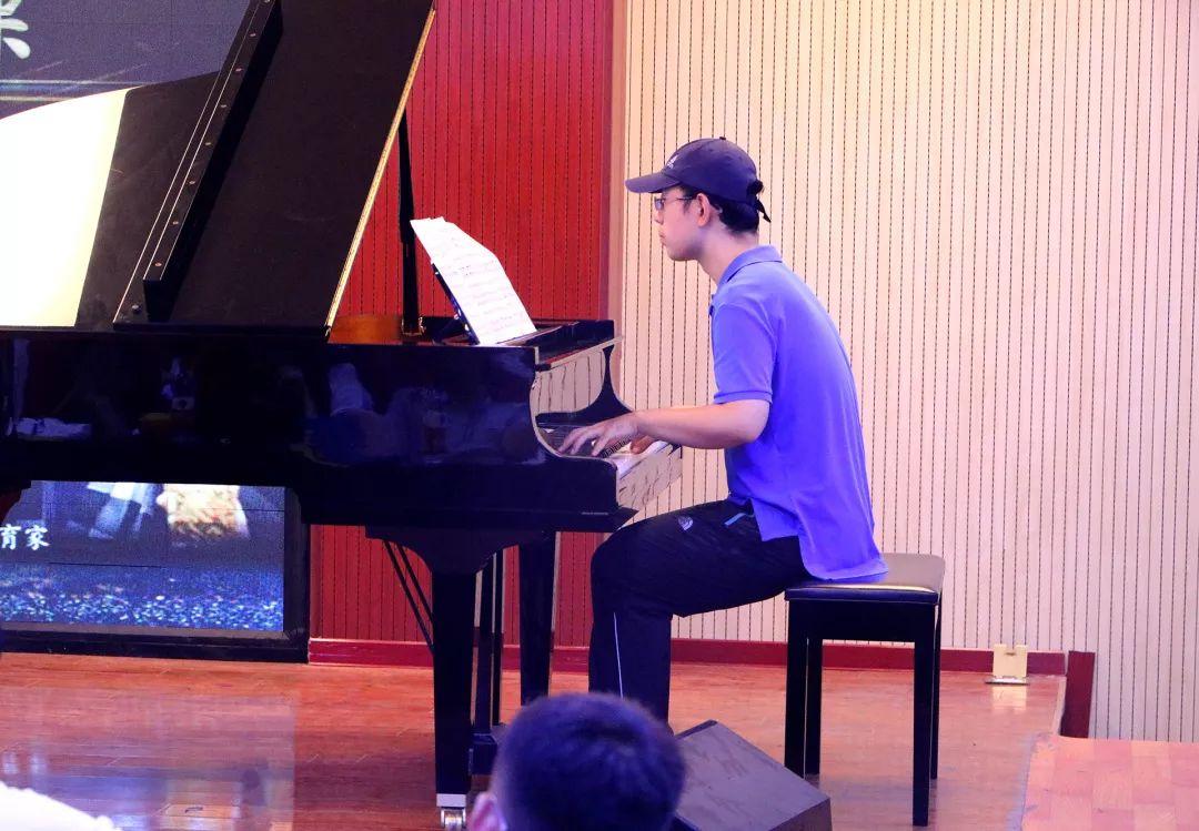 鋼琴伴奏=≧㏑:華唐藝術高中鋼琴教師 賈玏