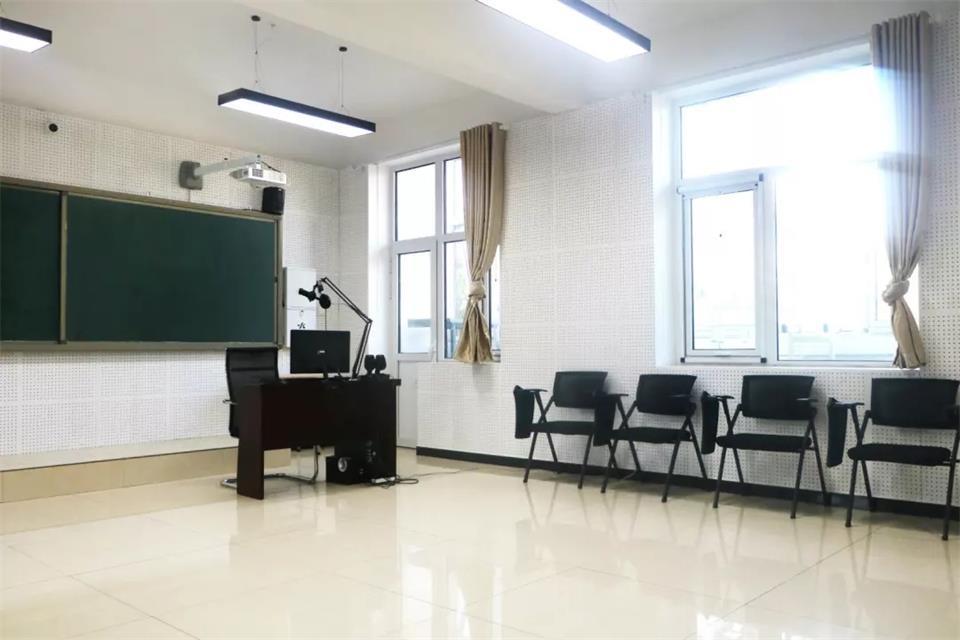 華唐藝術高中播音與節目主持專業教室