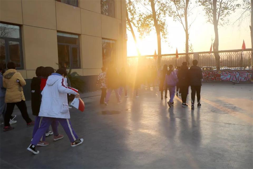 學生參觀華唐藝術高中