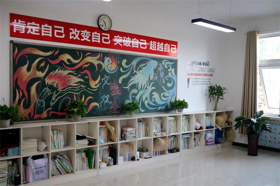 华唐艺术高中教室